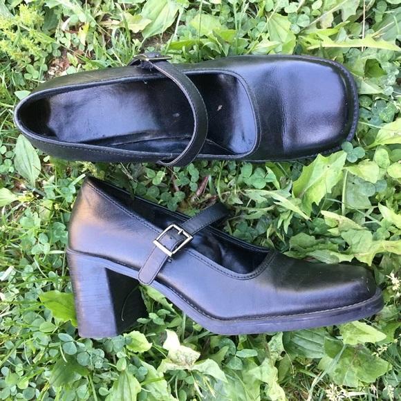 1450693b2c54d Vintage Mary Jane 90s block heels size 8 womens